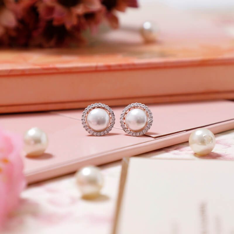 Gleaming halo of pearls 🌟💫