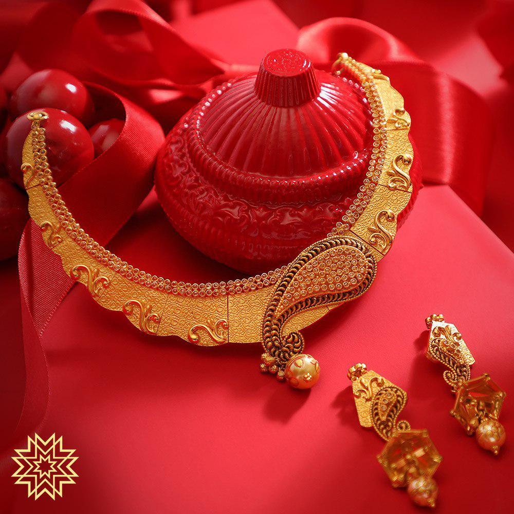 Gift your special lady the excellence of crafted gold.