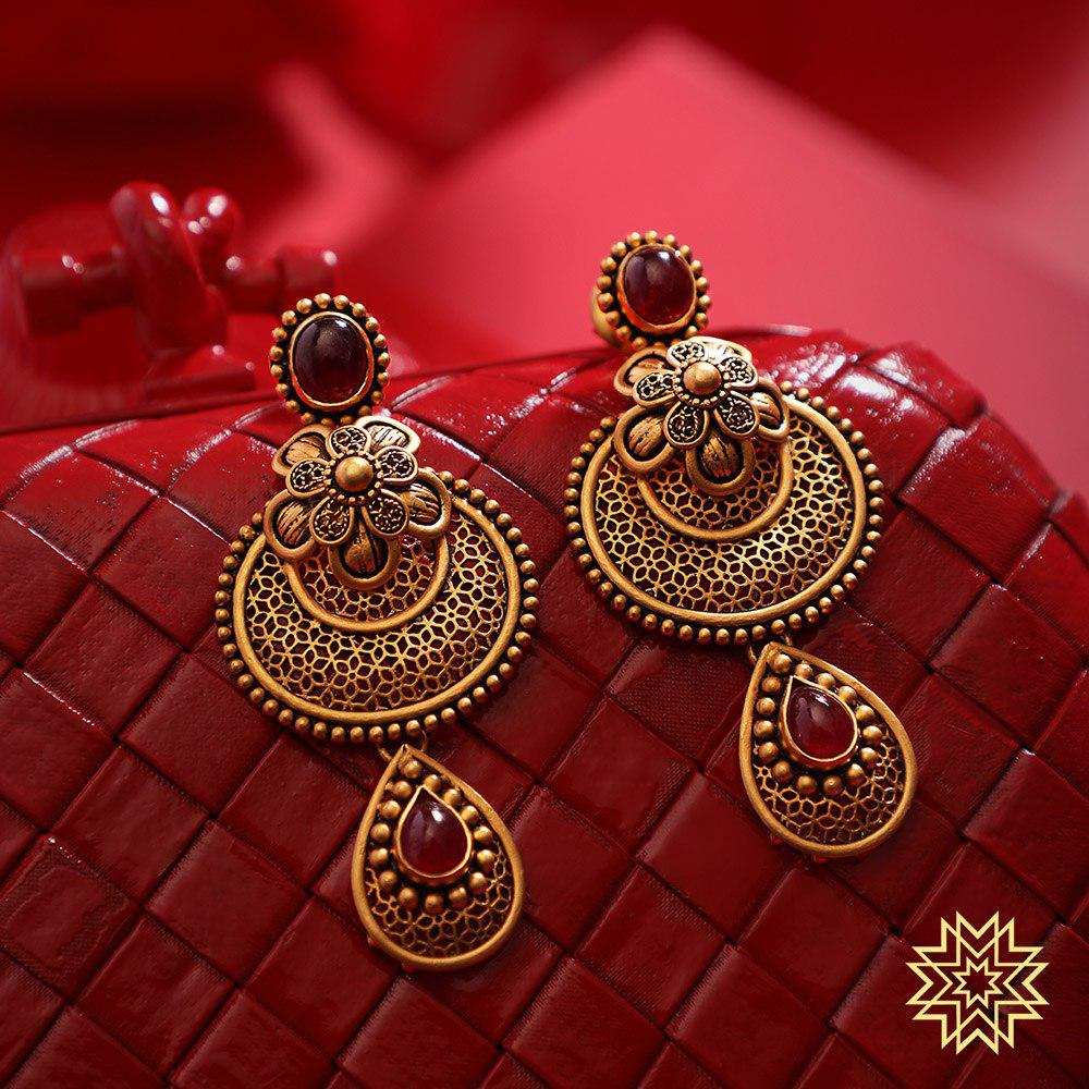 The perfect pair of floral jhumkas to pair with your patiala suit.