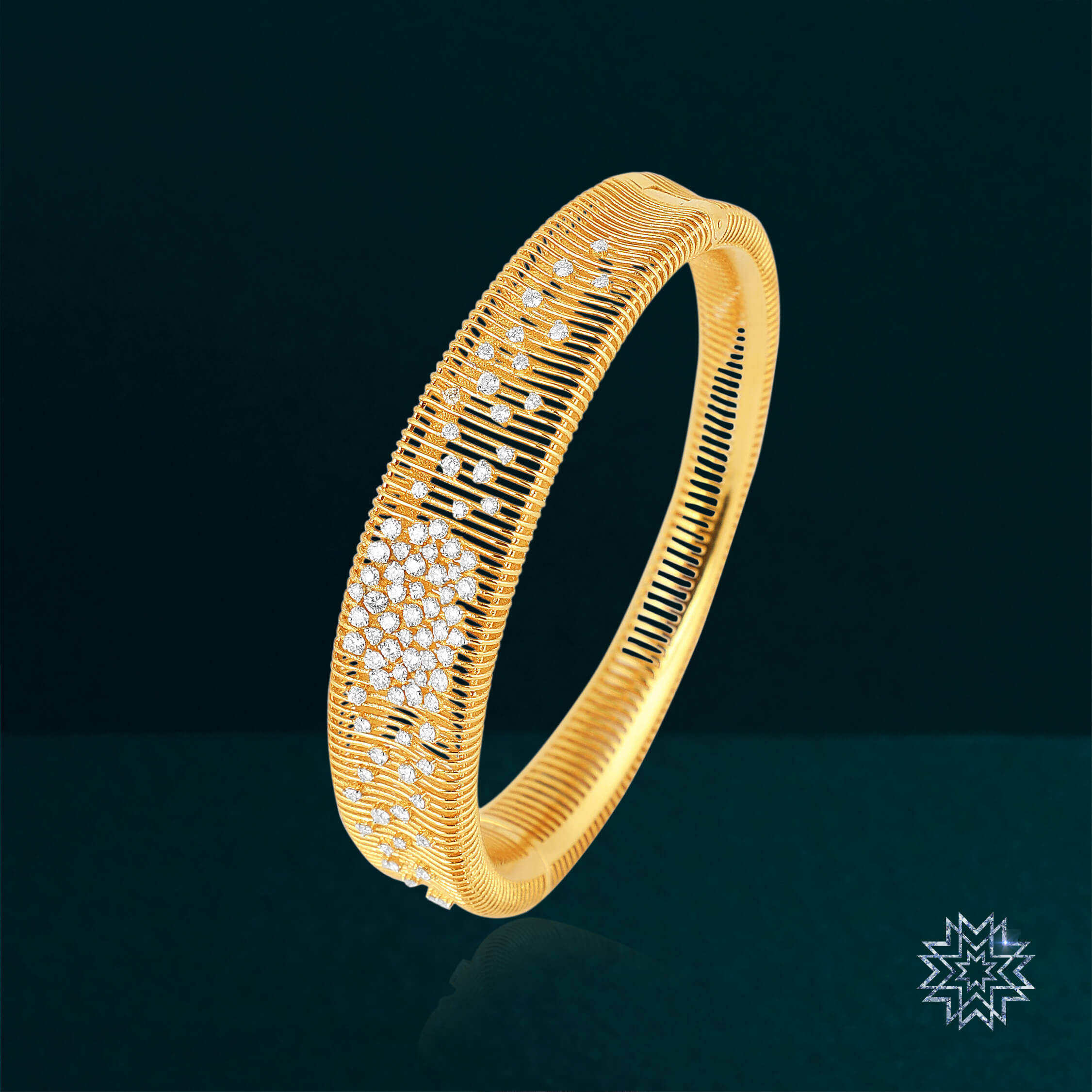 A beautiful symphony of gold and diamonds for your special night!