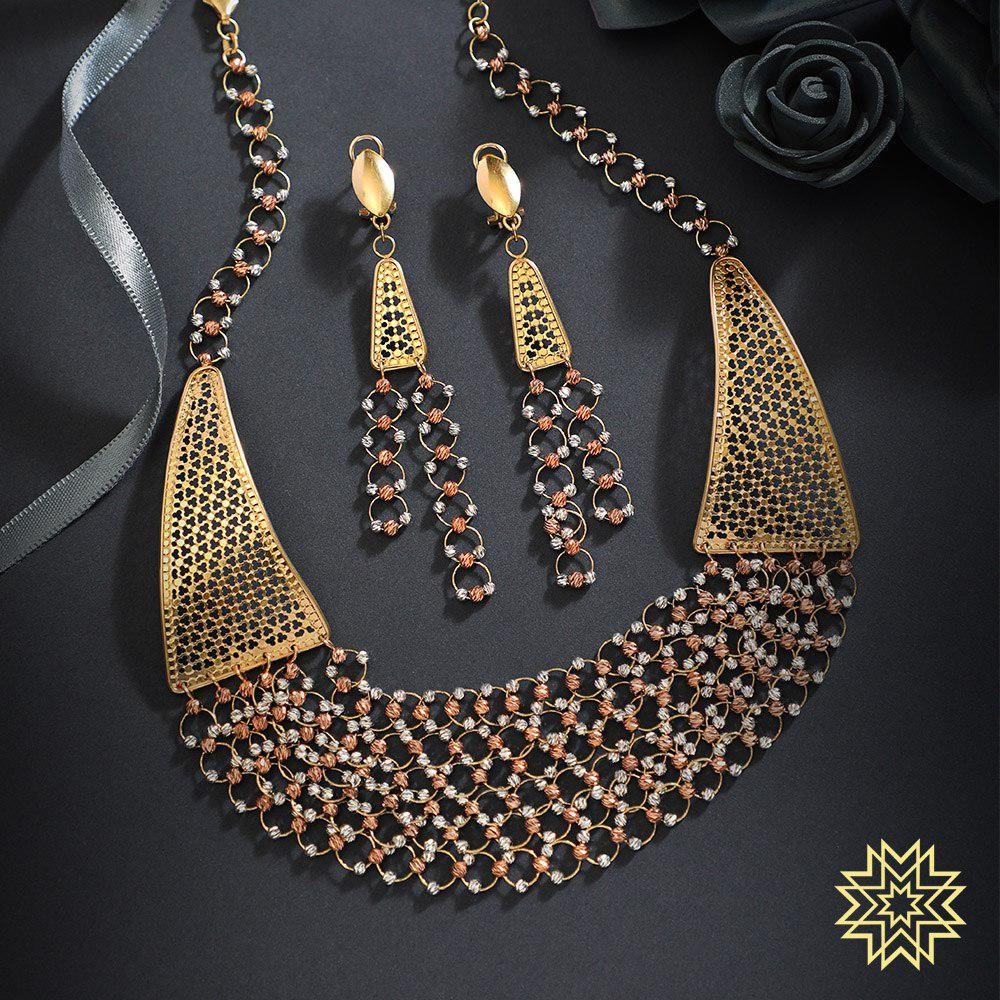 Trendy and chunky weaves for the one who loves playing with her accessories.