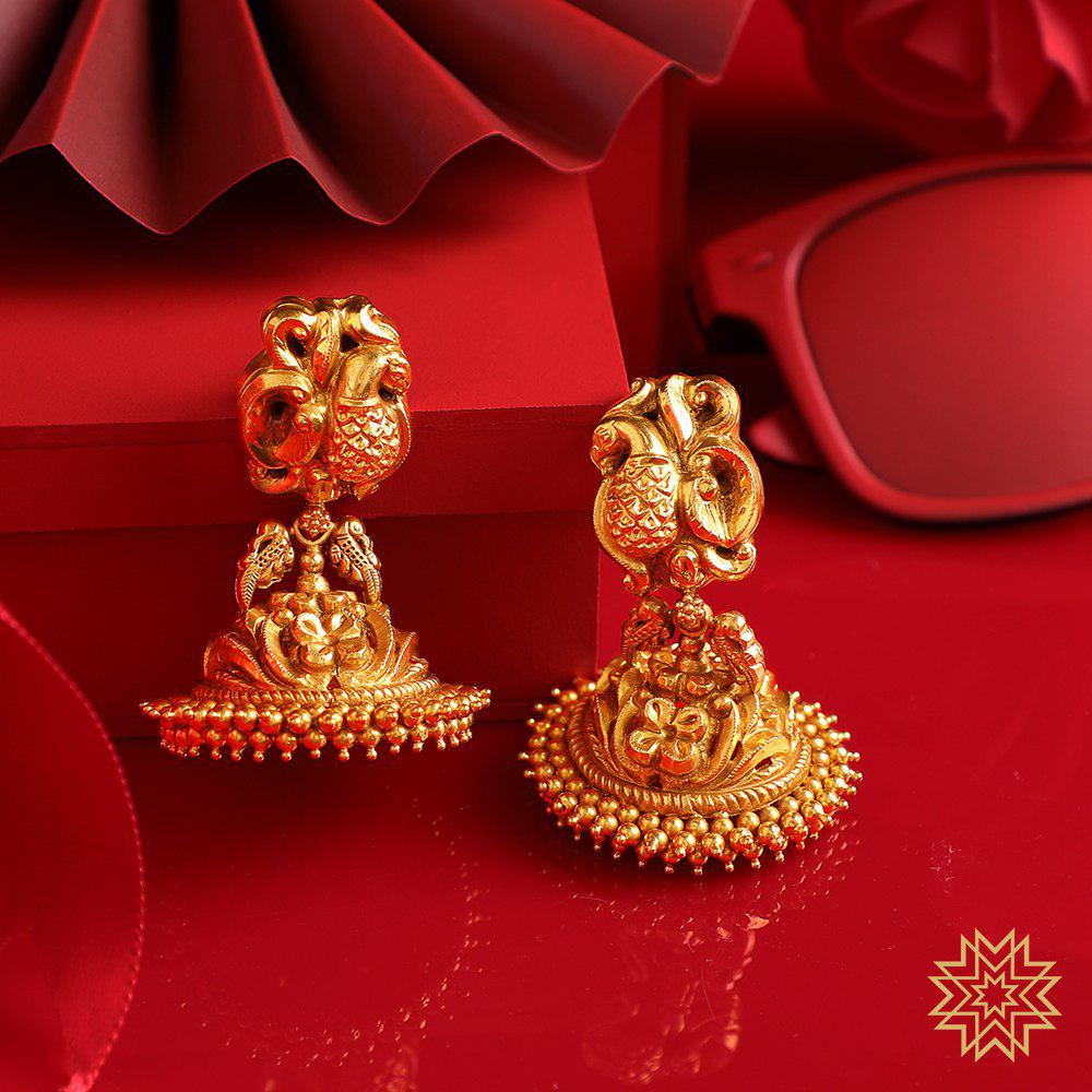 Intricately designed golden Jhumkas to give you a classic Mehendi look. Attend our Bridal Jewellery Exhibition from 9th to 15th August (11am-7pm) and take a tour of our bridal collection.