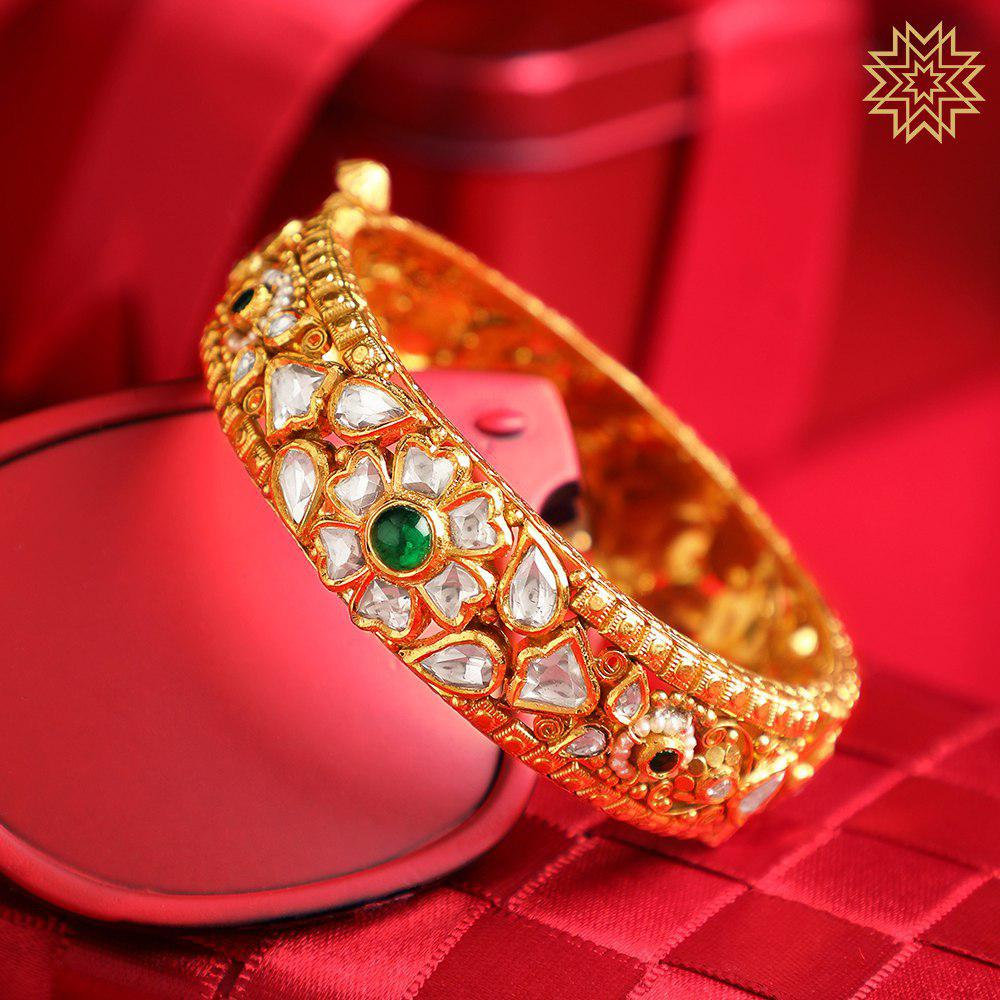 Bedeck your hand with this exquisite Kundan Kada specially fashioned to adorn your wedding lehenga.