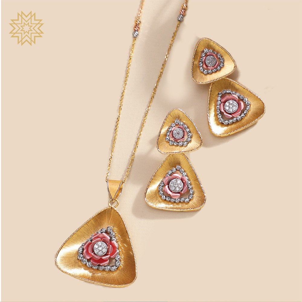 Lovely as sea shells, paired well with slippers of white. Italian gold makes you feel sublime. Evenings are lovely and so are you. Gold is immortal, sure and true.