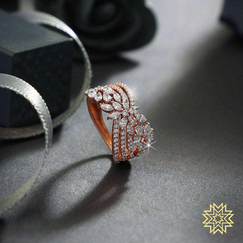 A little sparkle with loads of splendour. Gift yourself jewels that intensify your grandeur.