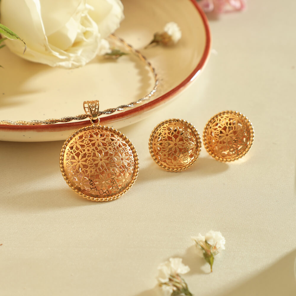 Manubhai Gold Pendant Set