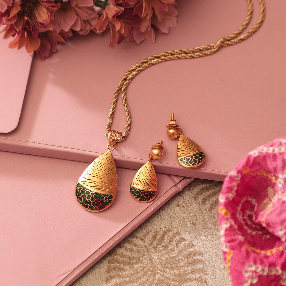 True Match for your silk saree ????