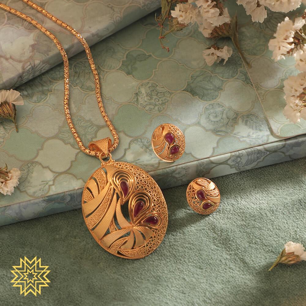 Manubhai Gold Pendant Set
