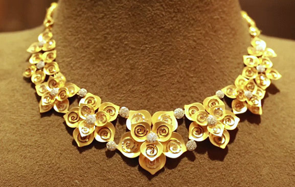 we donu0027t stick to only roses and neither should you we bring you this 22k gold necklace with matching earrings and american diamonds